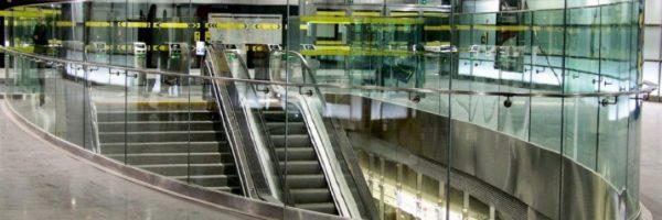Balustrady stalowe schodów w przestrzeni publicznej i w przemyśle