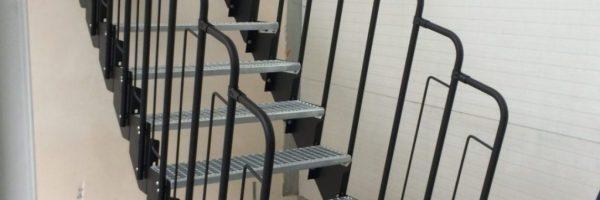Klatka schodowa w domu – jak ją postawić w kilka chwil z użyciem schodów modułowych?