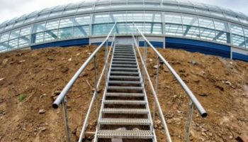 Jakie rodzaje schodów są potrzebne na budowie?