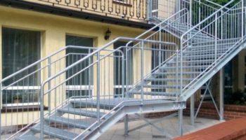 Schody metalowe zewnętrzne – jak przeprowadzić ich konserwację?