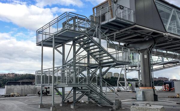 Barierki i balustrady stalowe do schodów metalowych